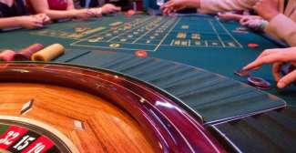 Versuchen Sie Ihr Glück in einem der vielen Casinos in Las Vegas, wie wäre es z.B. mit Roulette oder Blackjack.