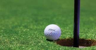 Es gibt auf allen Inseln Golfplätze, die meisten befinden sich auf Oahu.