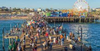 Der Santa Monica Pier ist bei Touristen und auch bei Einheimischen sehr beliebt.