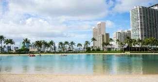 Waikiki Beach ist bei den Touristen sehr bekannt und beliebt und ist daher immer gut besucht.