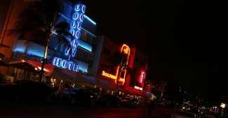 Erleben Sie das impulsive Nachtleben von Miami Beach.