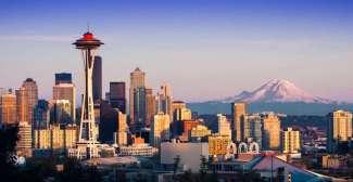 Der Mount Rainier befindet sich im Mount Rainier National Park, etwas mehr als 2 Stunden Autofahrt von Seattle entfernt.