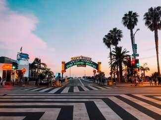 Der schöne Beginn der Santa Monica Main Street.