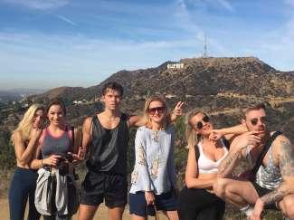 Nehmen Sie Ihre Familie oder Freunde mit auf die Hollywood Hills Hike Tour.