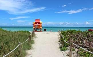 Nachdem Sie in New York und San Francisco viel gesehen haben, können Sie an den schönen Stränden von Miami Beach entspannen.