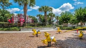 Es befindet sich unter anderem ein Kinderspielplatz auf dem Resort.