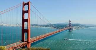 Die Golden Gate Bridge ist eines der Wahrzeichen der USA.