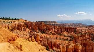 Der Bryce Canyon ist für seine ungewöhnlichen Felsformationen und Kalksteinskulpturen bekannt.