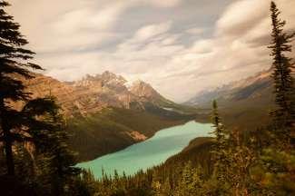 Malerischer bekannter See im Banff Nationalpark.