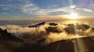Für einen Sonnenaufgang auf dem Haleakala Krater gehts schon Nachts los - aber es ist jede Mühe wert