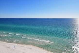 Suchen Sie sich einen schönen Platz am Strand, genießen den tollen Meerblick und vergessen den Alltag.