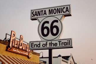"""In Santa Monica endet die Route 66, wo sich auch das berühmte Zeichen """"End of the Trail"""" befindet."""