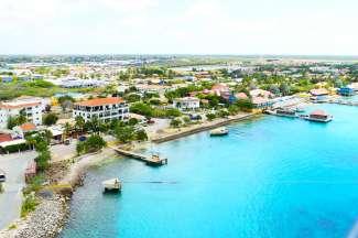 Eine traumhafte Aussicht auf Kralendijk, Bonaire.