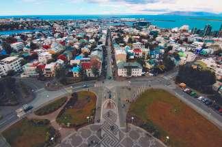 Reykjavik ist die Hauptstadt Islands und liegt im Südwesten, geschützt hinter dem Berg Esja.