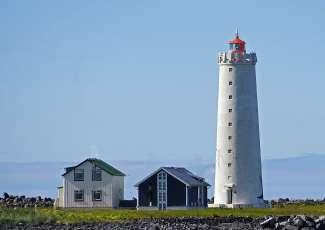 Der Leuchtturm der Insel Grótta in Seltjarnarnes ist ein beliebter Aussichtspunkt für das Nordlicht.
