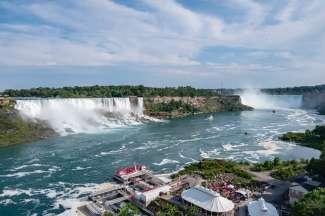 Erleben Sie die Niagarafälle aus nächster Nähe und machen eine Bootstour mit der Maid of the Mist.