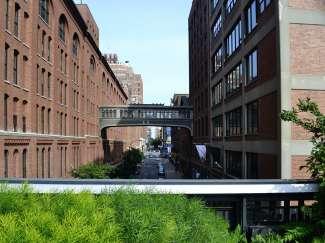 Im Westen von Manhattan liegt diese ehemalige Bahntrasse. Mittlerweile wird sie als Wander- und Fahrradweg genutzt und ist schön begrünt.