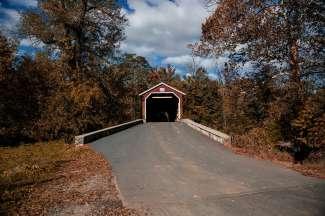 """Lancaster County hat einige überdachte Brücken, die auch als """"Kissing Bridges"""" bekannt sind."""