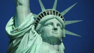 Die berühmte Freiheitsstatue ist ein Symbol für Freiheit und Unabhängigkeit.