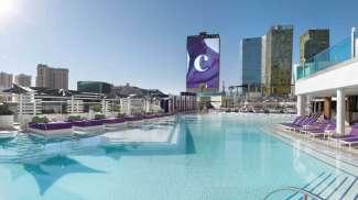 Wenn Sie sich nach einem eindrucksvollen Tag vom Strip erholen möchten, nutzen Sie einen der Pools im Cosmopolitan Hotel.